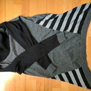 Sweaters - Gray turtleneck top